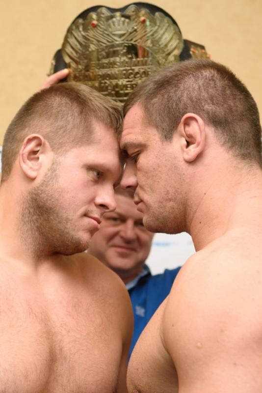 (L-R) Champion Marcin Tybura & Challenger Ante Delijia