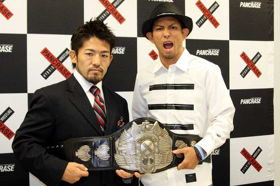 Hiroyuki Abe (left) and Mitsuhisa Sunabe (right) at the signing ceremony held at Pancrase office in Tokyo on the 18th of this month