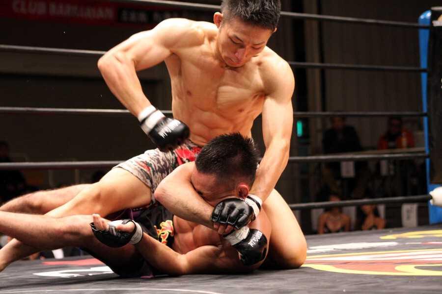 DEEP flyweight champion Yuki Motoya (top) dominated Sota Kojima in DEEP 73. He is now on a seven-fight win streak