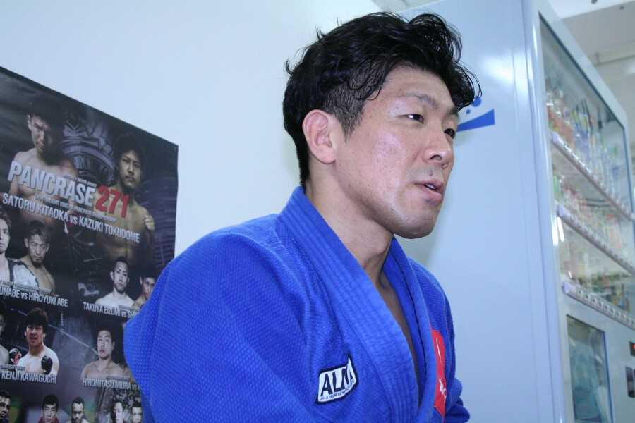 WEC veteran Hiromitsu Miura answering to the reporters at the media work out
