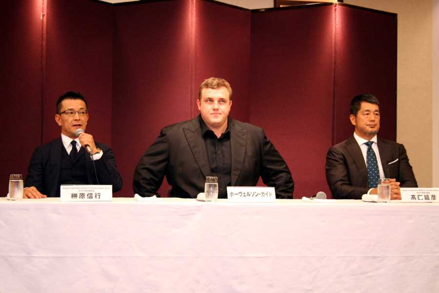 "At the press conference held in Tokyo on Thursday of this week. (from left to right) Nobuyuki Sakakibra, Hoovelson ""Baruto"" Kaido, and Nobuyuki Takada"