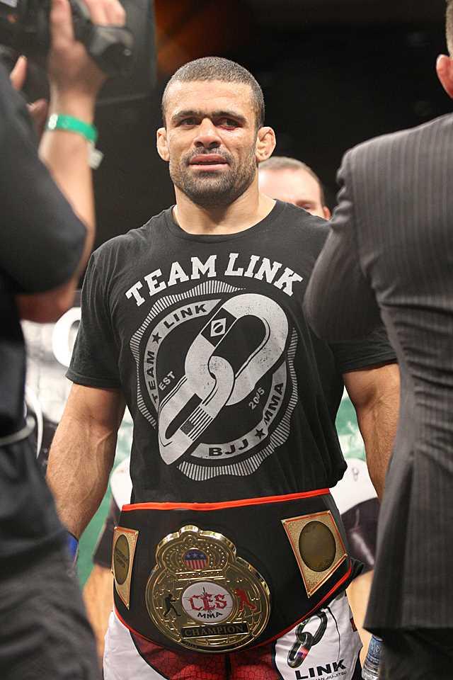 Gil De Freitas with belt