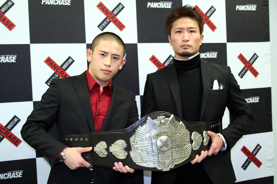 Kento Kanbe (left) and Yukitaka Musashi (right) at the signing ceremony of light-flyweight championship held at Pancrase office in Tokyo last week