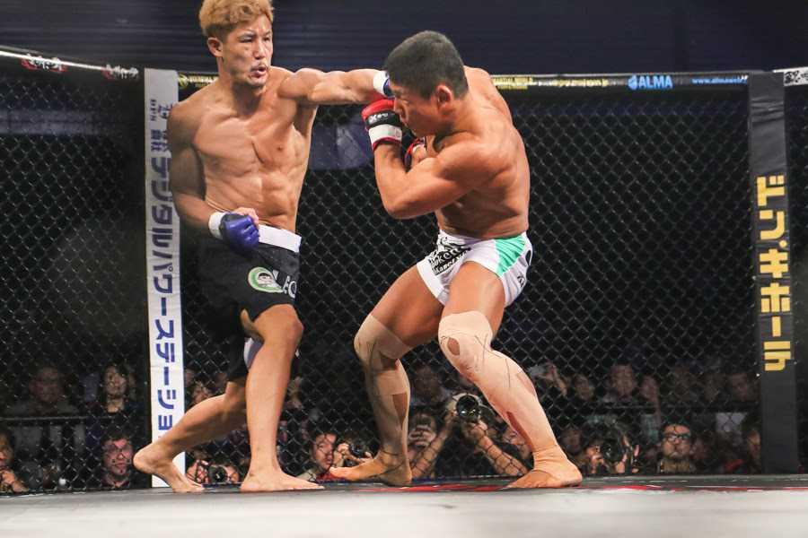 Satoru Kitaoka (right) had no answer to Kazuki Tokudome's left straight punch