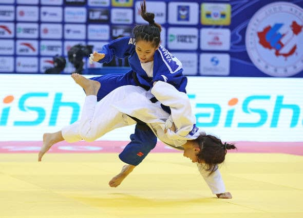 LI Yanan (CHN) vs Mariia PERSIDSKAIA (RUS)