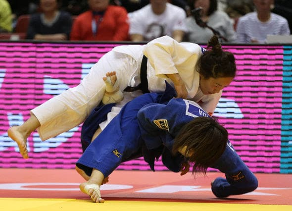Japan's YOSHIDA (blue) in -57kg semi-final action against DORJSUREN (MGL)
